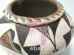 Large Antique Vintage Acoma Indian Pottery Jar / Olla Form Pot Concave Base