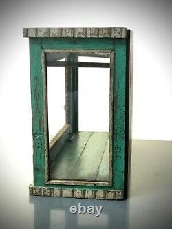 Ancien Cabinet Indien Vintage. Art Déco, Verre À 3 Côtés. En Haut Et Au-dessus De La Porte Avant