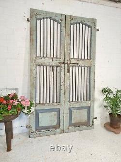 Ancien Vintage Paire Indien En Bois De Fer Jardin Intérieur Extérieur Jali Portes Porte