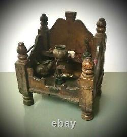 Antique Vintage Indian Sacred Hindu Home Temple Shrine. Ohre Jaune En Détresse