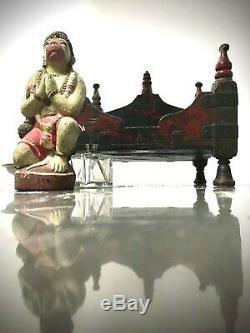 Antique Vintage Indien Hindu Temple Accueil Sanctuaire. Sacré Vermillion Et Noir. Om