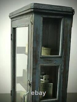 Armoire Indienne Antique De Cru. Exposition Art Déco, Salle De Bains, Cuisine. Gris Lilas