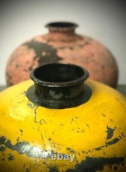 Grand Bol Antique De Pot D'eau Riveté En Métal Indien D'antiquité. Lota. Cadmium Jaune