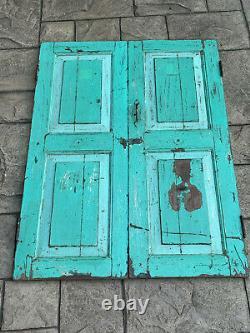 Les Volets Indiens Vintage De Fenêtre En Bois Sauvent La Peinture Turquoise Originale Du Rajasthan