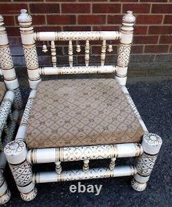 Paire De Chaises Vintage Indian Salle Basse De Soins Infirmiers En Bois Doré Peint Tables De Chevet