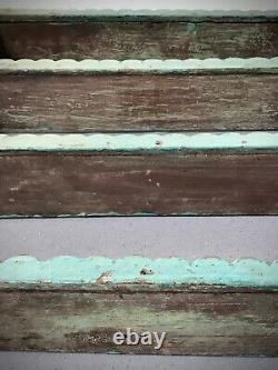 Vieilles Étagères Indiennes En Bois. Antique, Art Déco. Turquoise Et Jade Dérangées