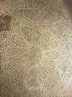 Vintage Islamique En Laiton Sculpté Surmonté Table Sur Six Pieds Pliants