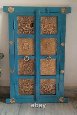Vintage Style En Bois Bleu Fenêtre Laiton Dieu Soleil Raccord Mur Indien 2 Portes Cadre